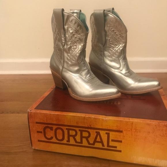 824df64539f NWT Corral Silver Cowboy Boots NWT